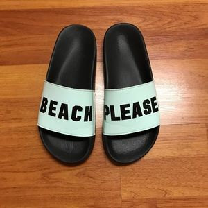 PINK Victoria's Secrets 🌊 slippers-size 7.5 or 8